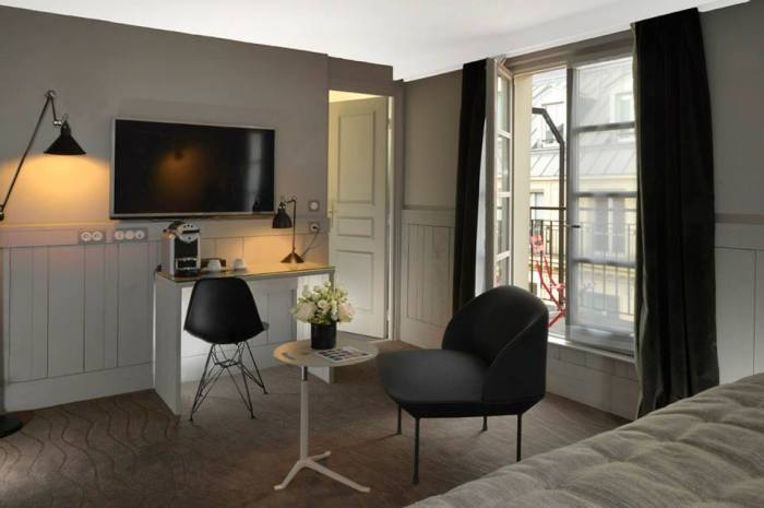 hotel emeraude Paris Nedgis chambre desk