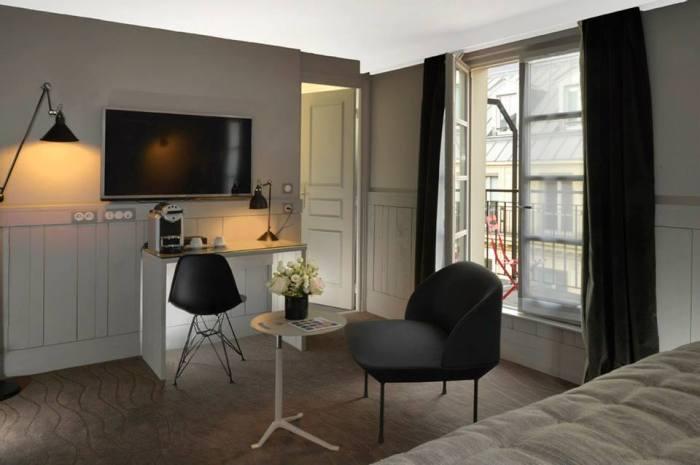 hotel emeraude Paris Nedgis chambre desk