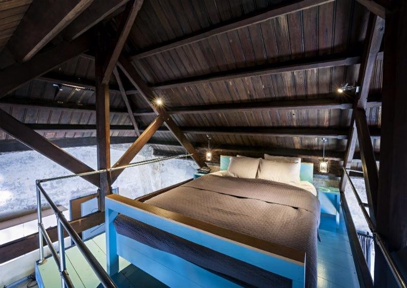 Hotel Leidinghuis mobilier luminaire industriel
