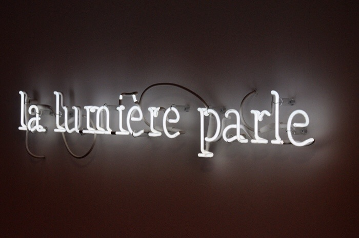 La lumi re parle neon art applique lumineuse arty for Neon decoration interieur