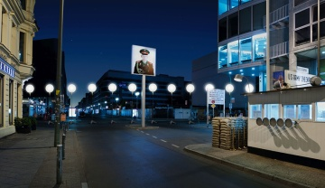 glowing-balloons-divide-berlin-25-years-fall-of-the-wall-designboom-08