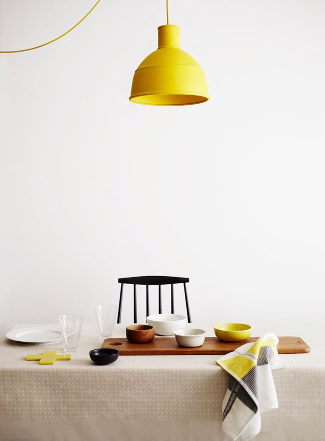 MUUTO form us with love suspension jaune cuisine