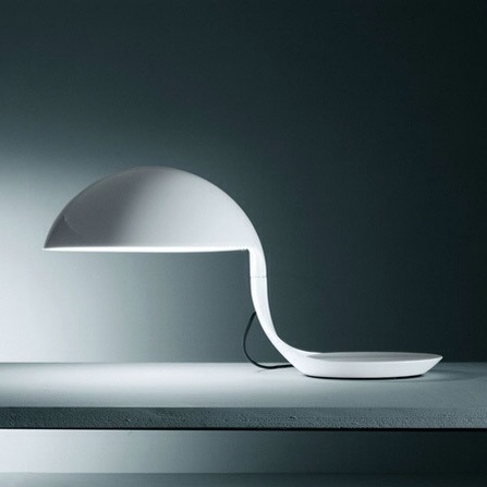 La lampe cobra de Elio Martinelli-Martinelli Luce- lampe design italienne blanche