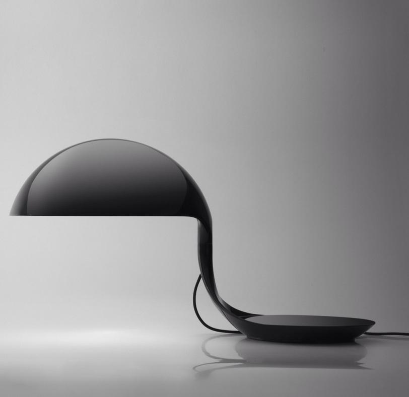 La lampe cobra de Elio Martinelli-Martinelli Luce- lampe design italienne noire