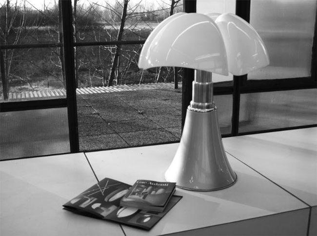 Lampe pipistrello Gae Aulenti Matinelli Luce luminaire design italien