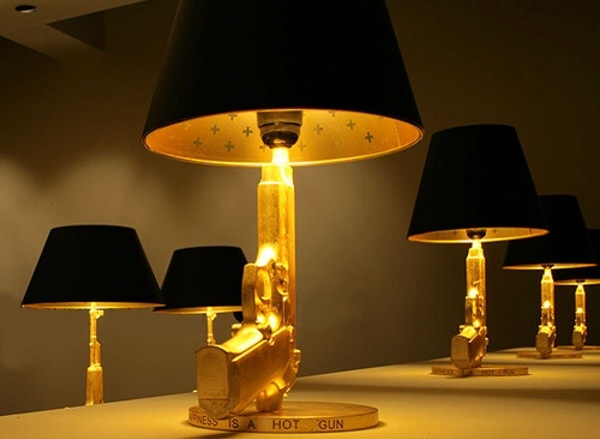 Lampe design Stark table gun fusil or