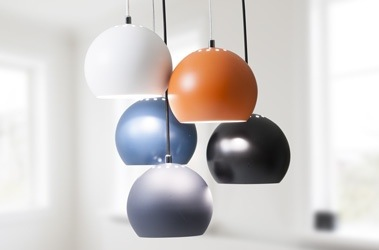 luminaire scandinave - luminaire de bureau- salle à manger - Frandsen lighting - made in danemark - suspension balls