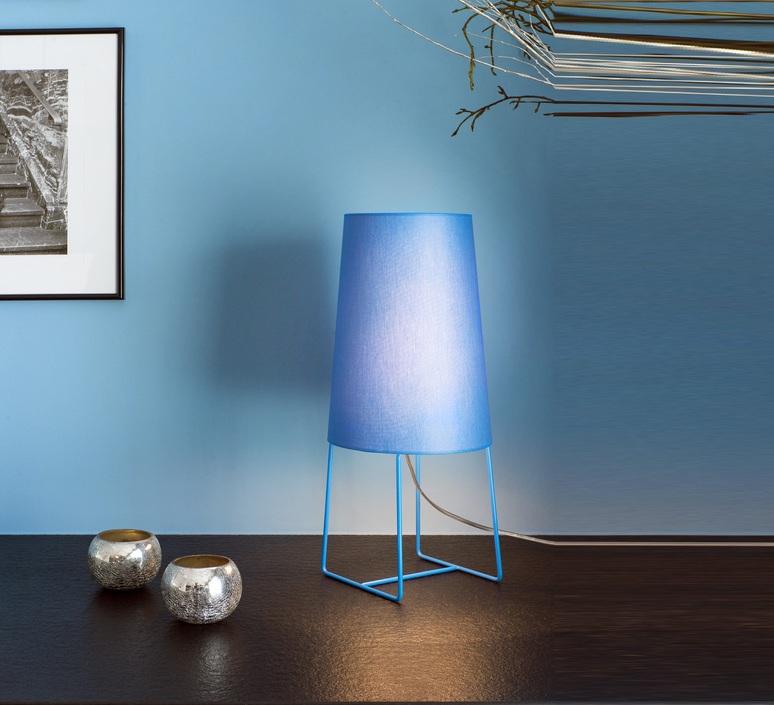 une belle lampe de bureau ca d poussi re tout un bureau episode 3 les vitamin es. Black Bedroom Furniture Sets. Home Design Ideas