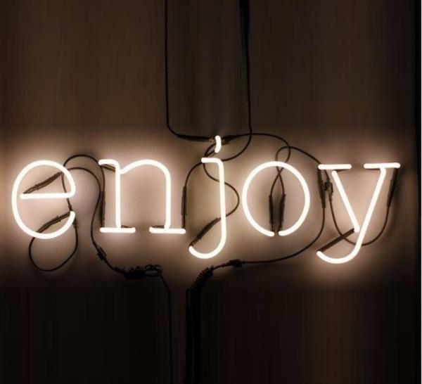 Lampe typographe Néon Art Enjoy de Seletti