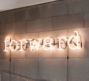 Lampe typographe Néon Art Forward de Seletti
