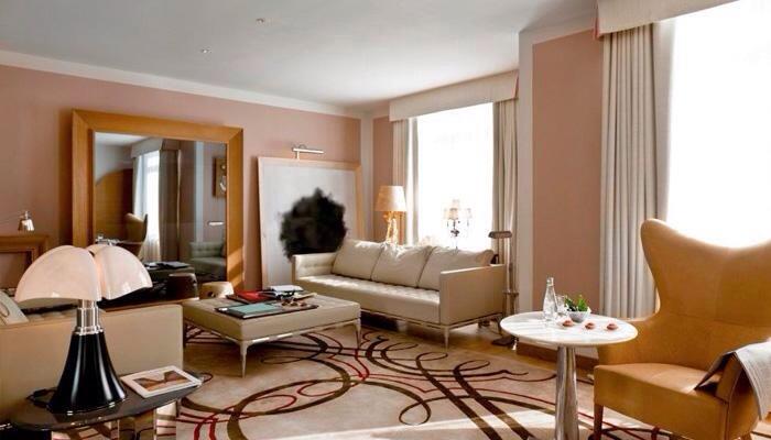 une lampe pipistrello oui mais laquelle. Black Bedroom Furniture Sets. Home Design Ideas