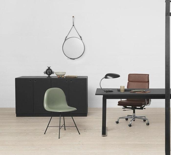 Lampe à poser, Cobra, noir, H63,5cm, Ø16,5cm - GUBI