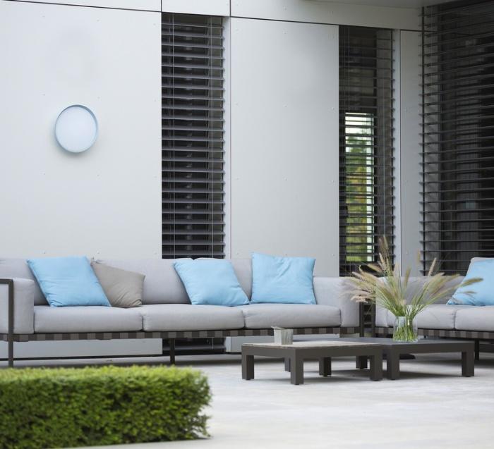 Pour décorer un espace extérieur en toute luminosité, les appliques sont parfaites !