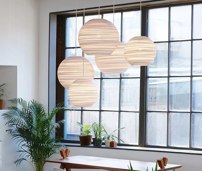 les suspensions boules des luminaires l gants et originaux pour un int rieur tendance. Black Bedroom Furniture Sets. Home Design Ideas