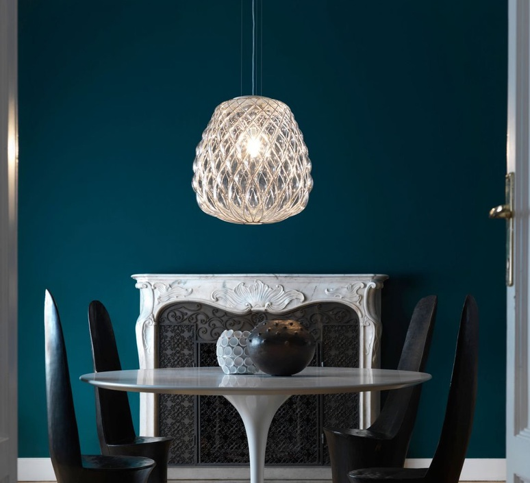 les suspensions en verre des luminaires sobres et l gants pour un int rieur plus raffin. Black Bedroom Furniture Sets. Home Design Ideas