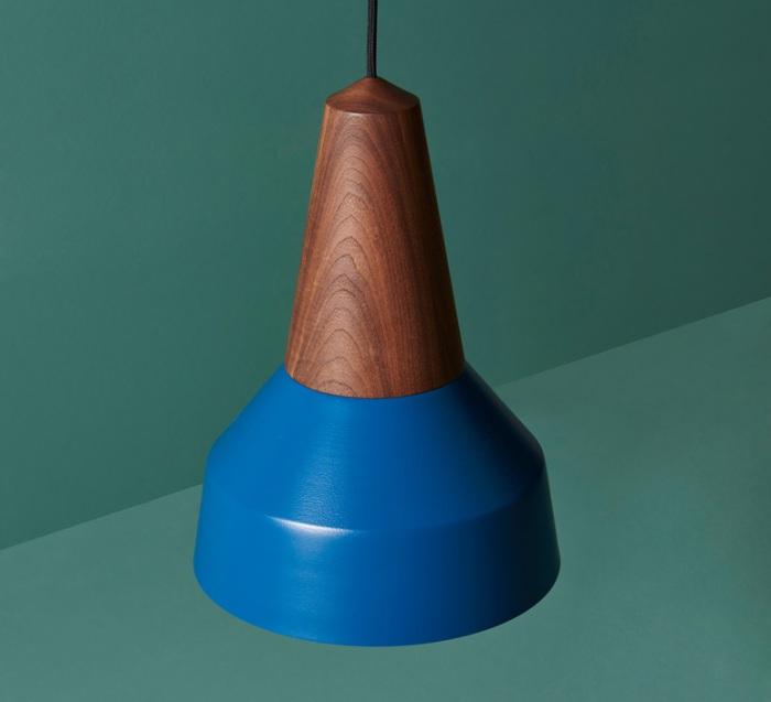 Le bleu profond chez les luminaires, entre intensité et déco de caractère!