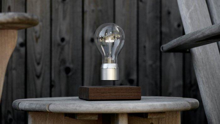J-5 : la magique, Ampoule à lévitation, Flyte