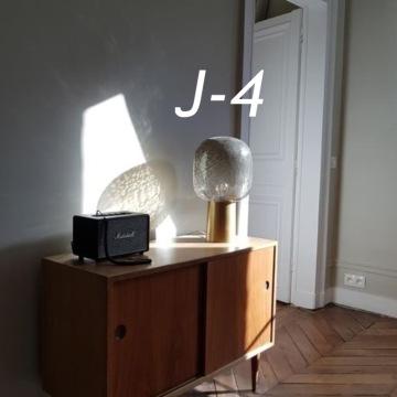 J-4 : la sculpturale Lampe à poser, Note, de House Doctor