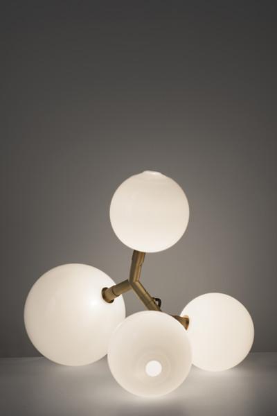 Spécialiste du verre soufflé, les luminaires de la maison tchèque Sklo Studio révolutionnent votre intérieur !