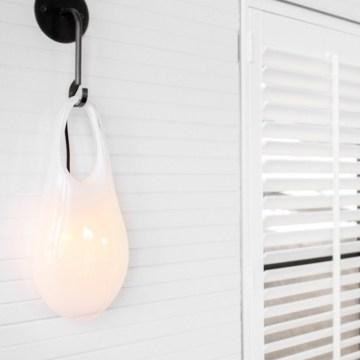 Spécialiste du verre soufflé, la maison tchèque Sklo Studio révolutionne votre intérieur avec des luminaires ultra tendances !