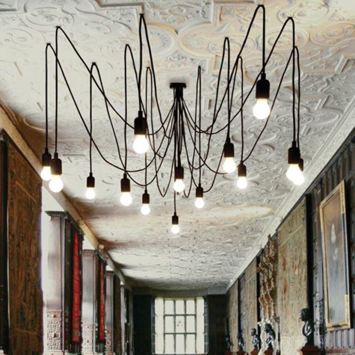 Des araignées au plafond