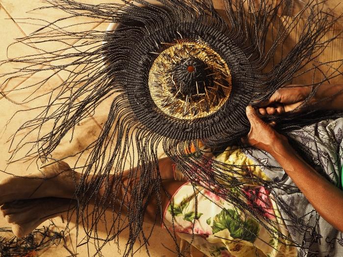 Dans les mailles du Ghana … Focus sur les luminaires de GOLDEN Editions de Sara Efia Reddin