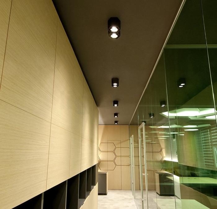 J-21 : Embellissez les murs du couloir avec de la lumière !