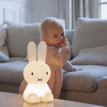 Des veilleuses design pour apaiser votre petite fille …