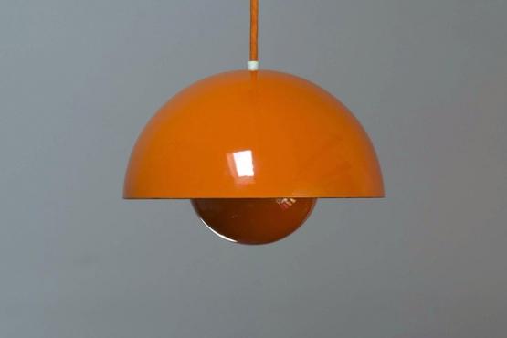 Lampe Flowerpot par Verner Panton, produite par Louis Poulsen