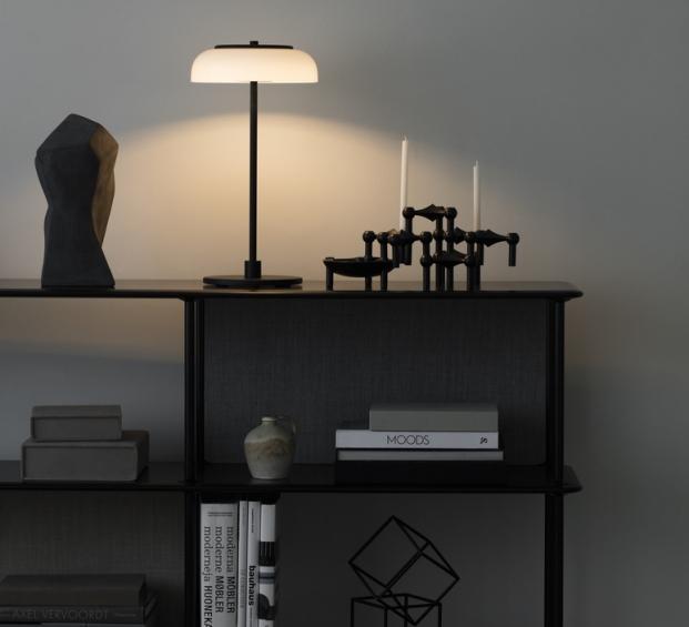 LAMPE À POSER, BLOSSI, NOIR, BLANC OPALIN, Ø23CM, H44CM - NUURA